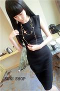 Đầm ôm màu đen