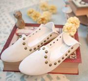 Giày bệt đinh tán màu trắng