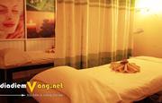 Massage Nam và Nữ Với Tinh Dầu