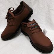 Giày da dáng thể thao